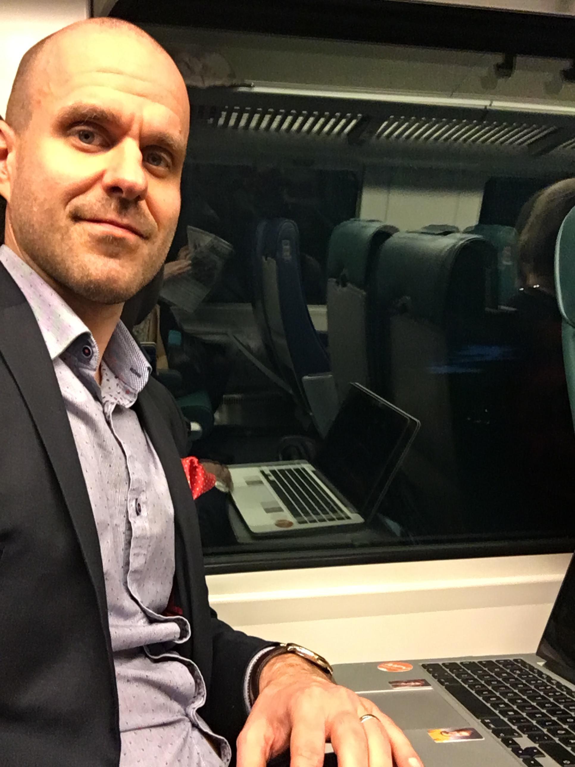 Petrus-Lehtimäki-junassa.jpg